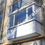 Комплексный ремонт балкона в г. Саратове. Замена балконной плиты, замена парапета, монтаж навеса над балконом, остекление рамами ПВХ. От протечек с незастеклённого верхнего балкона отгородились крышей.