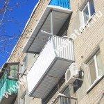 Комплексный ремонт балкона в г. Саратове. Замена балконной плиты, вынос остекления балкона, монтаж крыши. Возможность остеклить балкон любыми рамами.
