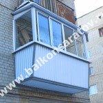 Комплексный ремонт балкона в г. Саратове. Капитальный ремонт балконной плиты, увеличение ширины балкона, монтаж крыши, остекление балкона алюминиевыми рамами.